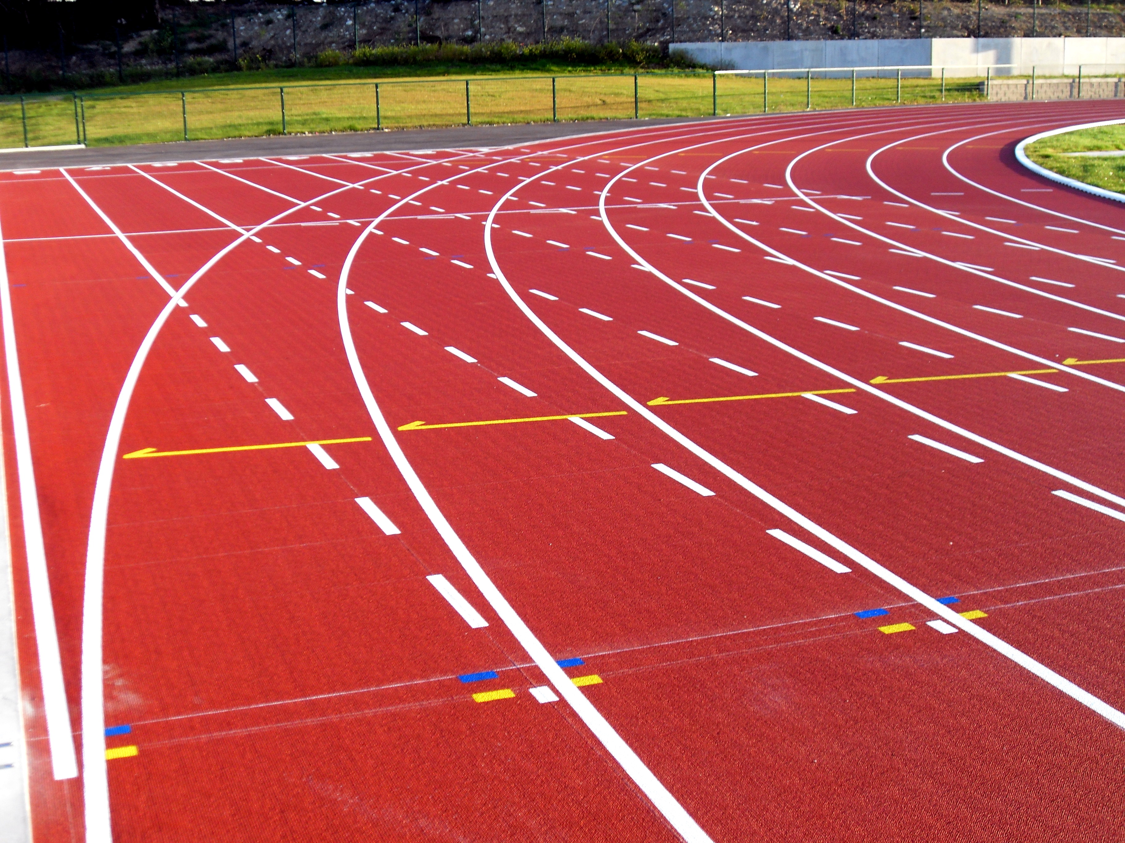 running track in high school A high school field track that meets the standards of the international association of athletics federation, abbreviated as iaaf, has an inside perimeter of 400 meters the straight lengths of the track are 8439 meters long, while the curved ends are 11561 meters.